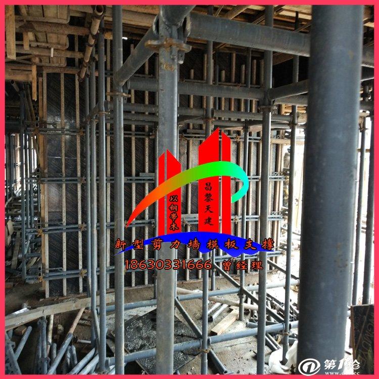 四川现代工地施工用新型剪力墙模板支撑组合模板工人
