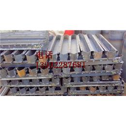 钢筋混凝土墙式护栏模具