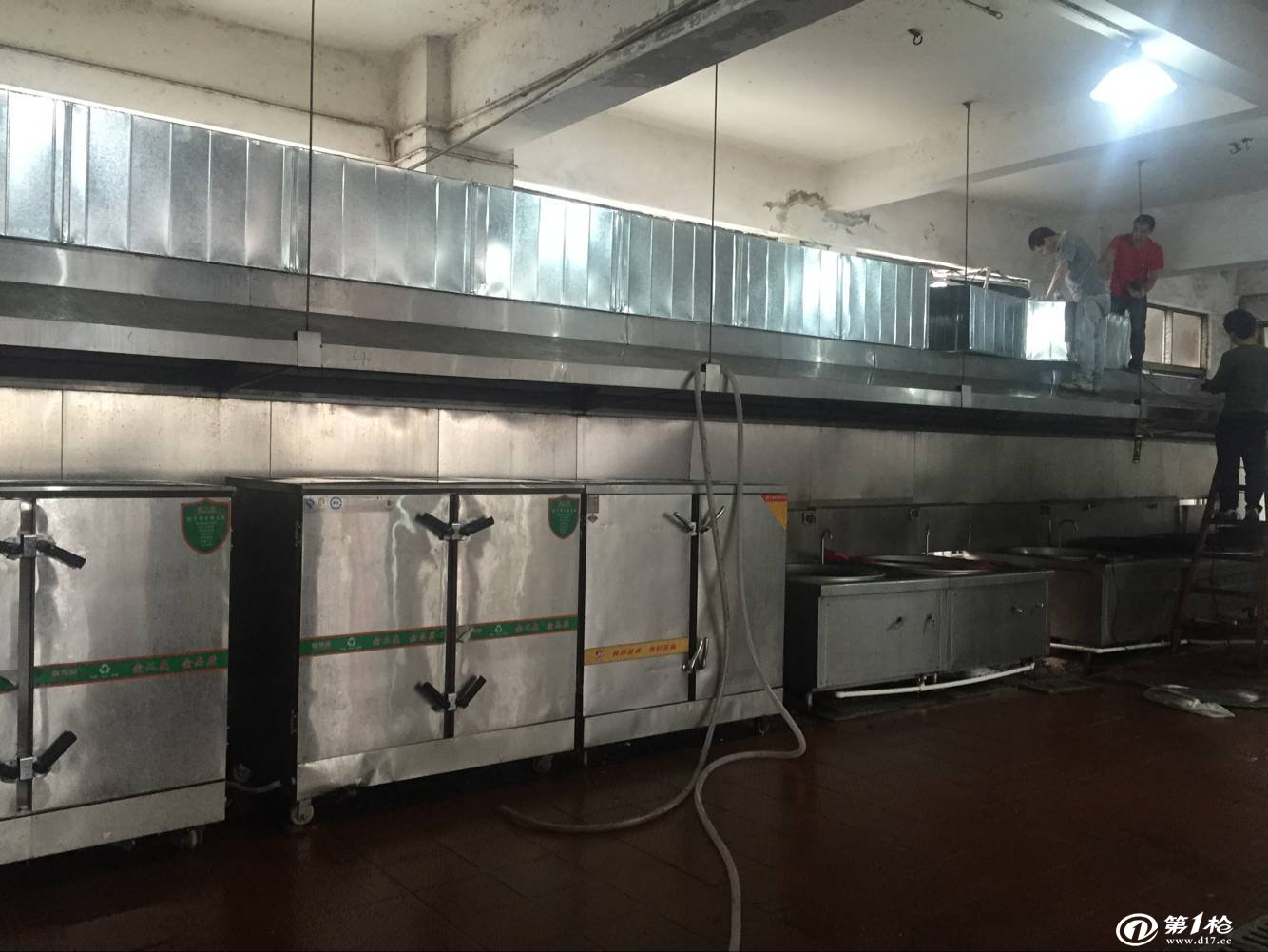 公司专业从事餐饮业厨房排烟管道,咖啡厅排风管,西餐厅抽风排