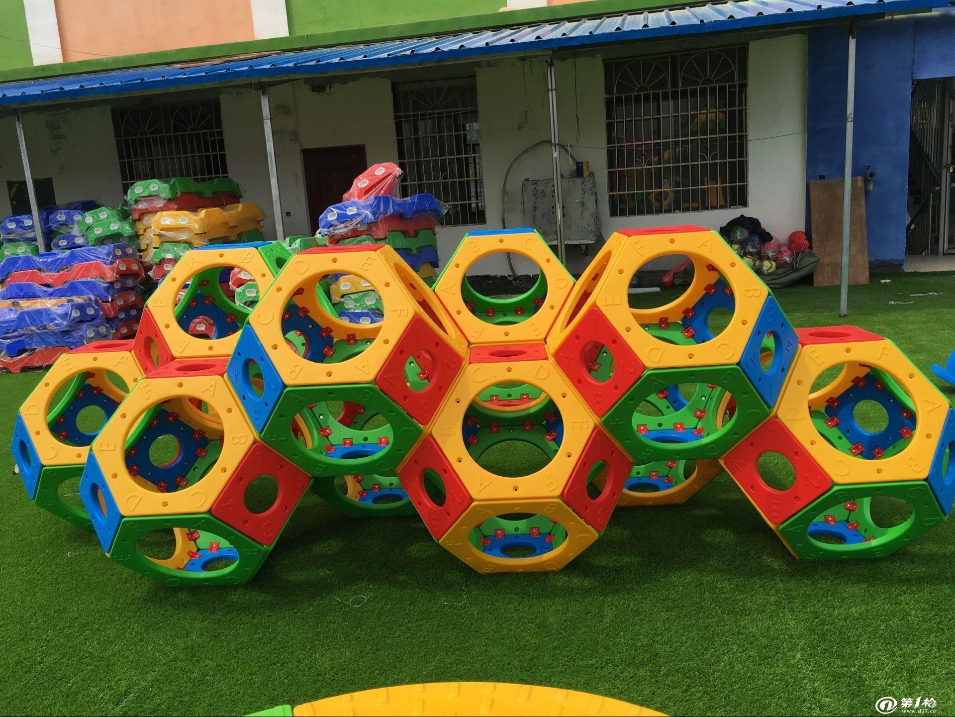 幼儿园人工草坪价格 成都幼儿专用人造草坪 幼儿园彩虹跑道草