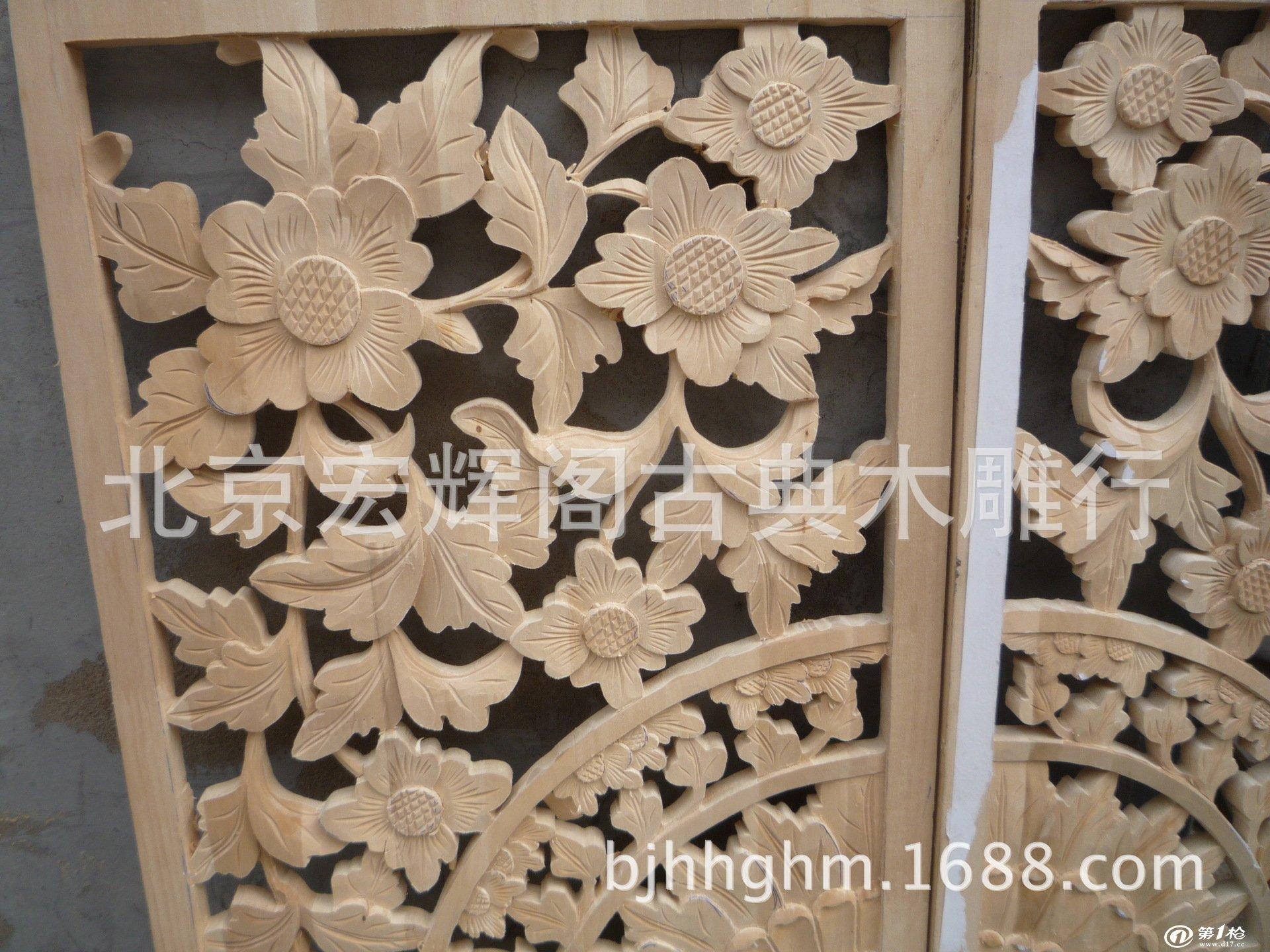 产品介绍: 中国木雕工艺品艺术可追溯到原始社会时期,那时就有了不少初具雏型的工艺品。到战国时期,木雕工艺已由商代用于制陶工艺中的简单刻纹和雕花板的阴刻,发展到立体圆雕工艺。汉代动物木雕用整木雕制,将中国木雕艺术推向了一个高峰。唐宋时期,木雕工艺日趋完美。明清木雕则是中国古典木雕艺术成熟的时代,作品十分丰富,除了动物,还有人物。具有代表性的如长春木雕等。 【交易提示】为了避免交易中不必要的麻烦,请各位买家朋友花一分钟时间仔细阅读以下提示 1.