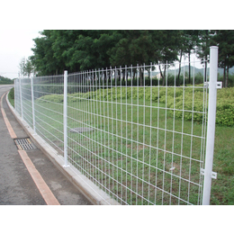 钢板护栏网 供应使用金属网双边丝护栏网