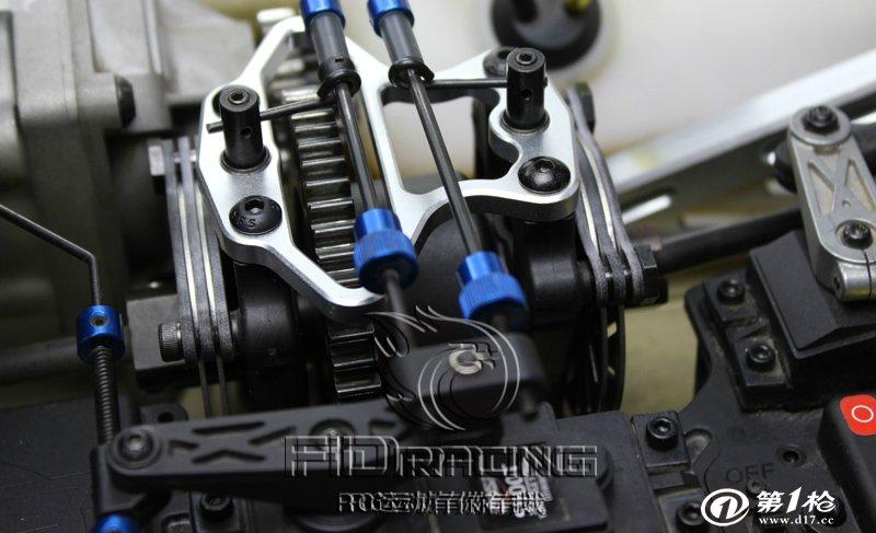 FIDRacing为LOSI 5IVE-T 中央差速器金属固定座 FIDRacing为LOSI 5IVE-T中央差速器金属固定座 产品编号:FID004 1:材质:AL6061-T6硬铝合金 2:升级目的:加固增强中央差速器座的作用,在赛车运动过程中,发动机的扭力输出最开始通过的就是中央差速器,而且通过油门控制的大小,发动机的扭力会有不同的变化,为了保证差速器的稳定工作,LOSI 5IVE-T车主必备选择! 以下是产品详细图片和装车图片:
