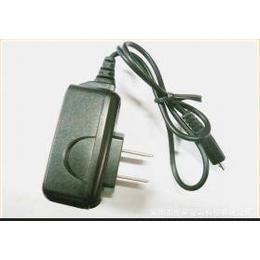 <em>充电器</em>