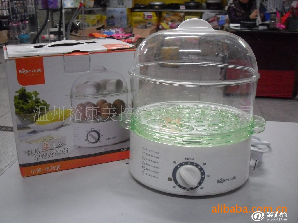 2. 2、接通电源,参考本体上所标示的各类食物蒸煮时间调节定时器,设定您所需要蒸煮的时间,此时加热指示灯亮并能听到嘀嗒声(定时器工作发出的声音),表明电蒸锅已经开始工作。 3.工作结束时,加热指示灯灭并能听到一声清脆的铃声提示您蒸煮时间到,此时您便可端出食物享用了。 特别提醒: 1.