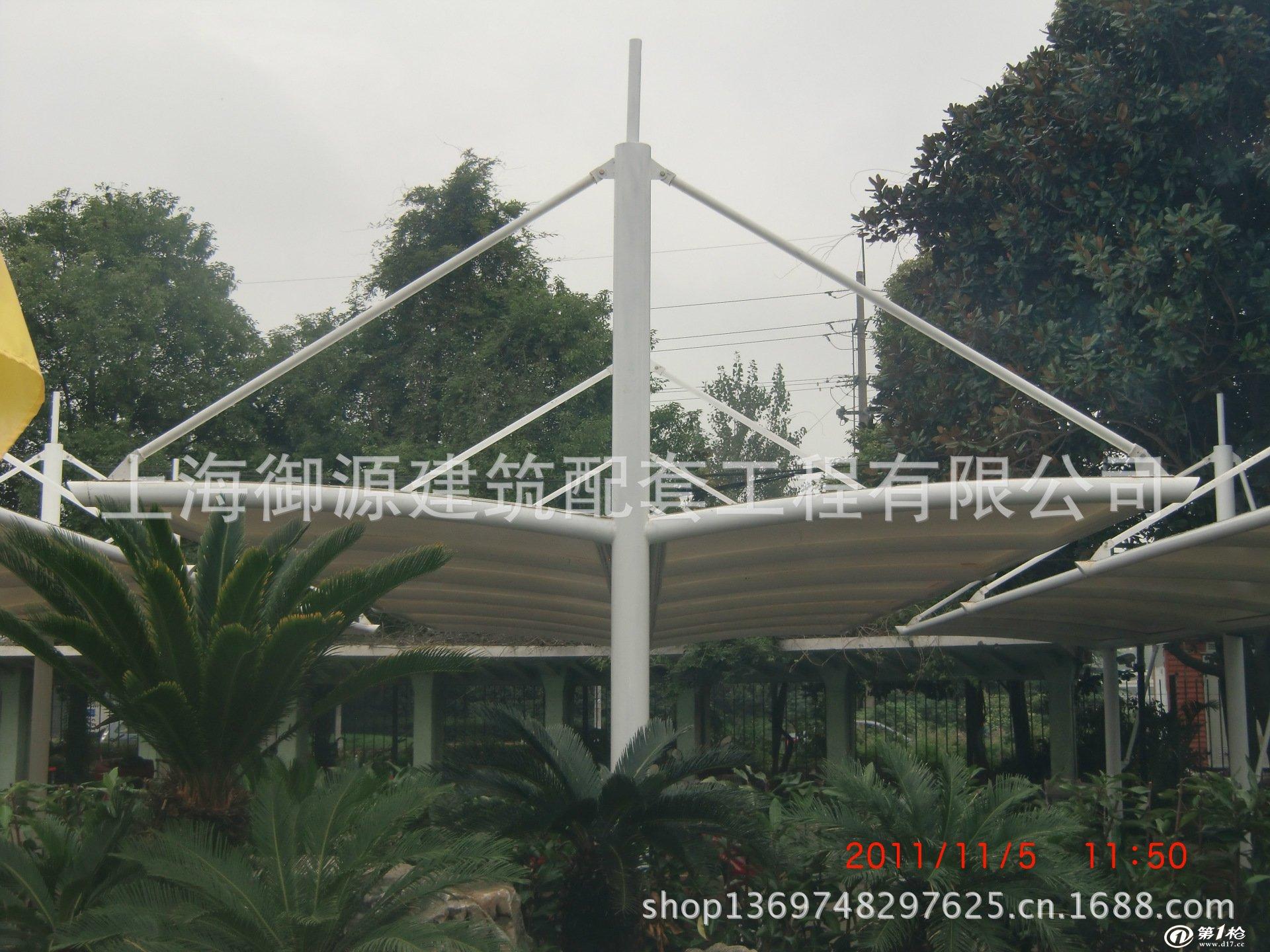钢结构车棚的特点 钢结构车棚的篷布材质是钢结构,使用寿命长,一般15