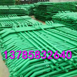 隔离护栏网   绿色浸塑护栏网 铁丝网围栏网
