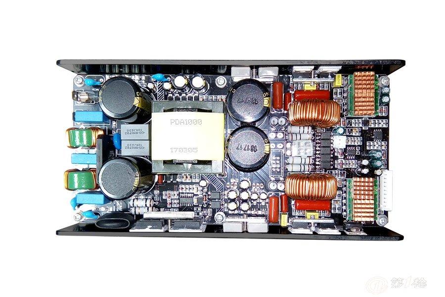 名 称:PDA1000数字功放模块,低音炮功放板,有源音箱功放板,大功率功放板 型号:PDA1000 参数1:2通道+DSP 参数2:4 2x500W 8 2x300W BTL 81000W 类型:D类数字功放、D类音频功率放大器、Class D 应用:专业功放,卡包功放,调音台,低音炮,全频音箱,拉杆音箱, 移动音箱,线性音箱等设备。