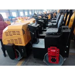 天通1吨小型座驾式压路机常发cf186f柴油机