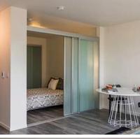 钛镁合金隔断门,把阳台和卧室很好的衔接在一起,个性时尚