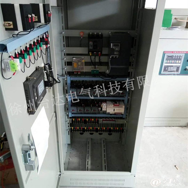 本公司所有产品价格均以商谈之后价格为准,欢迎来电洽谈!电话:15062196344/0516-83305118  产品说明 PLC可编程控制柜,控制柜指成套的控制柜,可实现电机,开关的控制的电气柜。 PLC综合控制柜具有过载、短路、缺相保护等保护功能。它具有结构紧凑、工作稳定、功能齐全。可以根据实际控制规摸大小,进行组合,既可以实现单柜自动控制,也可以实现多柜通过工业以太网或工业现场总线网络组成集散(DCS)控制系统。 PLC控制柜能适应各种大小规模的工业自动化控制场合。广泛应用在电力、冶金、化工、造纸、