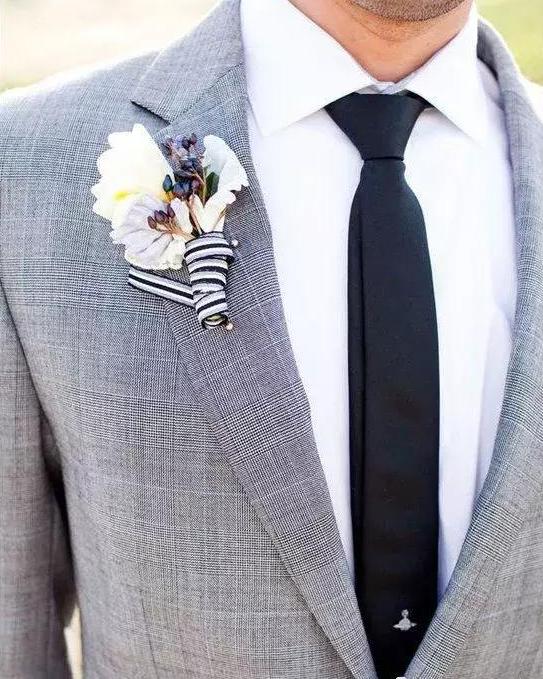 灰色婚礼礼服
