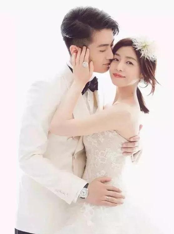 白色婚礼礼服