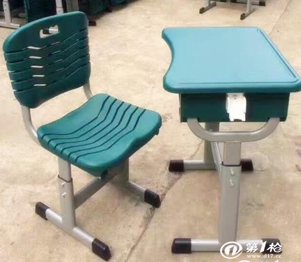 学生应该爱护自己的课桌椅
