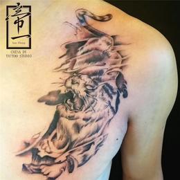 霸气胸前下山虎纹身图案