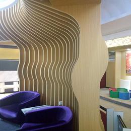 定制隔断 弧形铝方通 木纹弧形铝格栅 波浪造型铝格栅