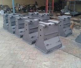 供应保定厂家2019预出产品隔离墩钢模具