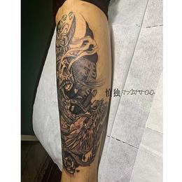 男生黑灰传统纹身