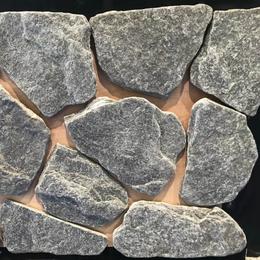 天然绿色石英板岩石材乱形石 铺地乱片碎拼石 乱型砌墙护坡毛石