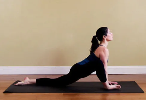 瑜伽动作 4个招式健身又美体