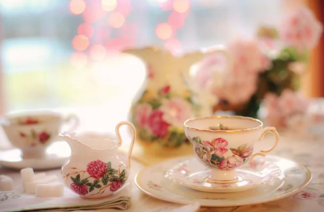 学会挑选陶瓷餐具,打造高质优雅餐桌